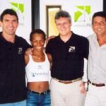 Professor Julio Deus, a maratonista Maria Zeferina Baldaia, Dr. Alexandre Cosendey e o treinador Jorge Augustinis